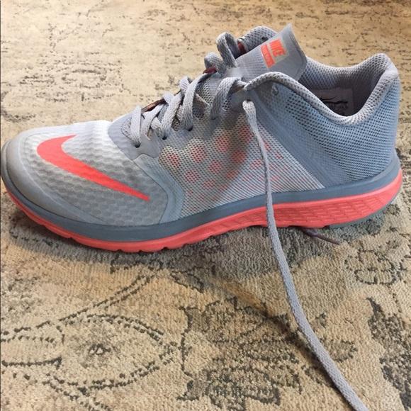 Nike FS Lite Run 3 Sneakers